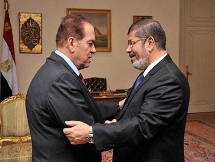 مرسي يدعو الحكومة لاجتماع عاجل بقصر الرئاسة