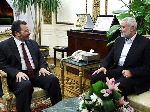 وفد حماس يبحث بالقاهرة بدائل للأنفاق