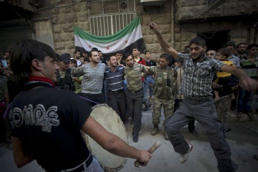 مقتل 11 جنديا سوريا في هجمات للمعارضين المسلحين قرب حلب، بحسب المرصد