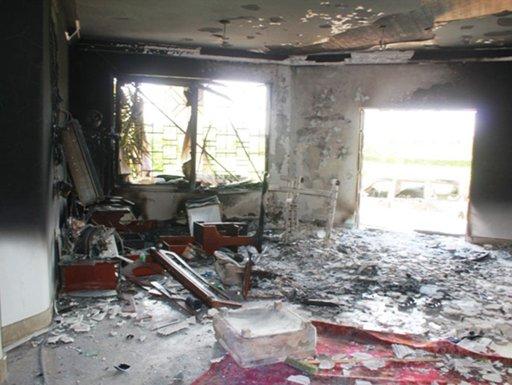 كلينتون تتعهد بكشف ملابسات هجوم بنغازي