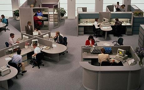 التقنيات الحديثة تقتل فرص التواصل المباشرة بين الموظفين