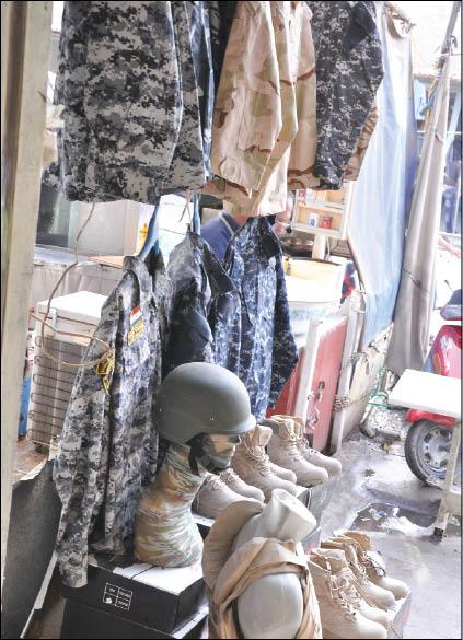 ظاهرة البزات والتجهيزات عسكرية تنتشر في العراق دون رقابة