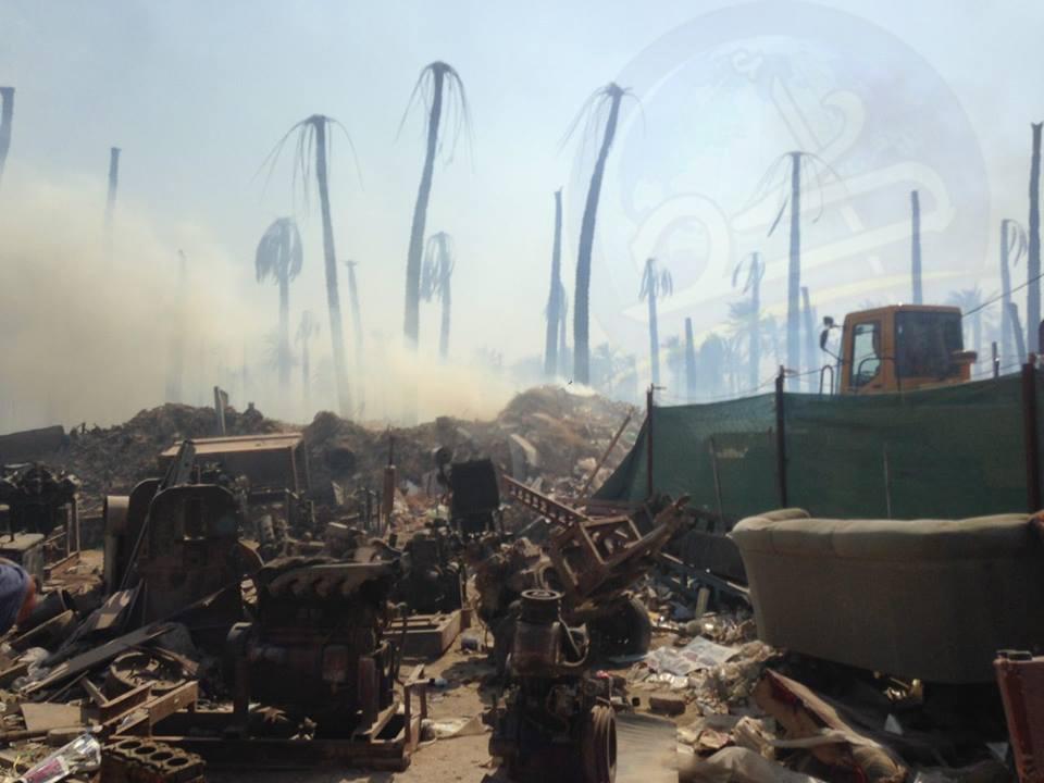 بالصور اندلاع حريق كبير في سوق للبالات وسط بستان زراعي في الديوانية