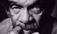 وفاة الشاعر والكاتب المسرحي ديرك والكوت الحائز على جائزة نوبل للآدب