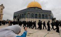 المسجد الاقصى يشهد مواجهات عنيفة بين القوات الاسرائيلية والفلسطينيين