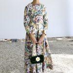 الثوب المطبع بالورود  هو الاختيار الافضل في أيام الصيف