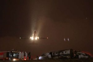 حريق يلتهم طائرة ركاب في مطار أتاتورك