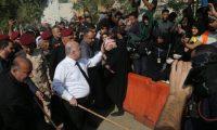 العبادي في كربلاء ويلتقي الصدر ويؤكد لن نسمح بدخول الحشد في الانتخابات