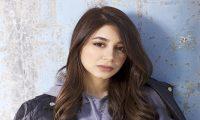 أسيل عمران تسقط بسبب طول فستانها ومحمود بوشهري يستهزاء بها