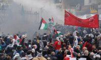 مواجهات بين المتظاهرين  وقوات الامن اللبنانية أمام السفارة الأميركية في بيروت