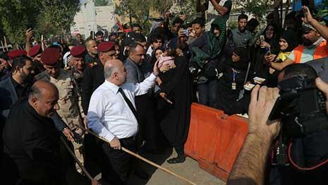 مواطنون لــ (اكد نيوز) :يطالبون العبادي باستثمار الدعم الشعبي وعدم جعله حملة انتخابية مبكرة