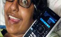 """فتاة تتزوج من """"لعبة فيديو"""" بعد صدمة عاطفية مع """"آلة حاسبة"""" (صور)"""